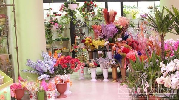 Ассортимент цветов в магазине
