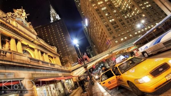Машина такси в большом городе