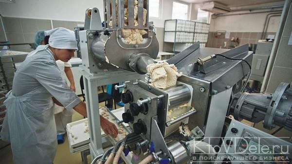 Производство пельменей в цеху