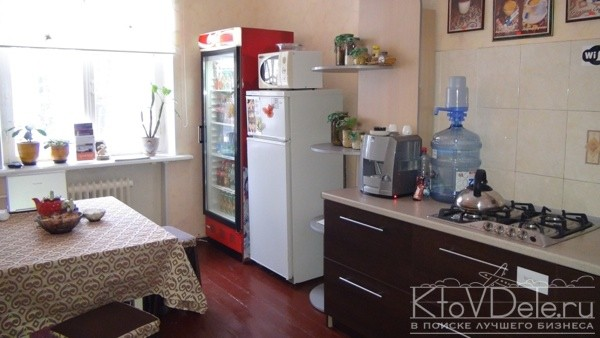 Кухня в хостеле на квартире