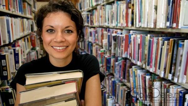 Персонал в книжном магазине