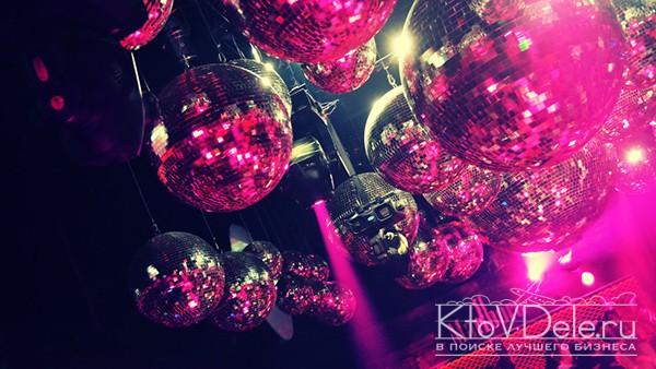 Диско шары в ночном клубе